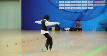 麥克傑克遜上身!這個小女生穿著直排輪跳Beat It真的太帥了!