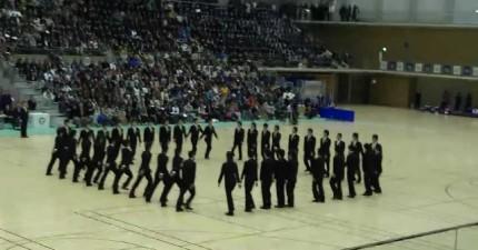 日本人同步機器人表演