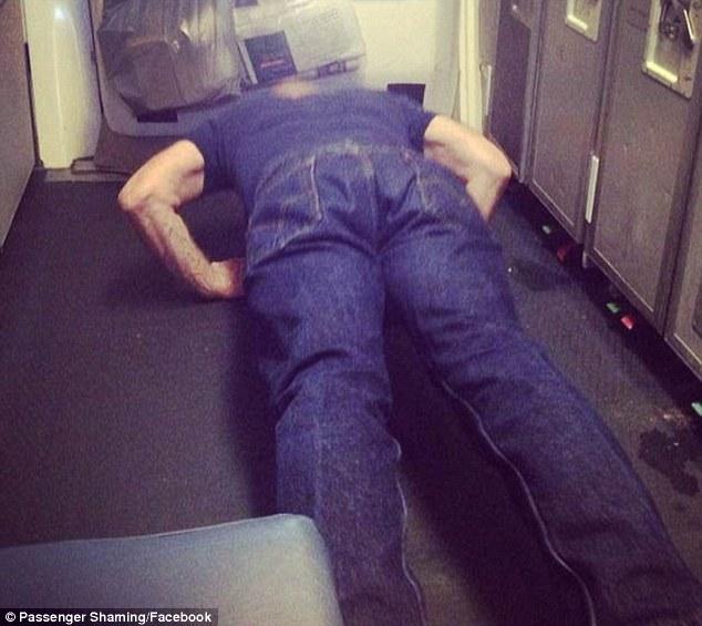 空服員把多年來所有最沒品的乘客拍下來 多年後這個收藏變超紅