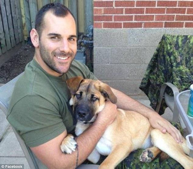 這些狗狗等待他們殉職爸爸的表情,會讓你看到狗狗有多少的愛。