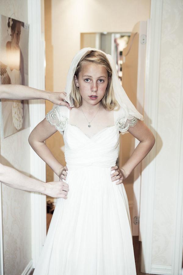 12岁小女生准备要嫁给成年男子。