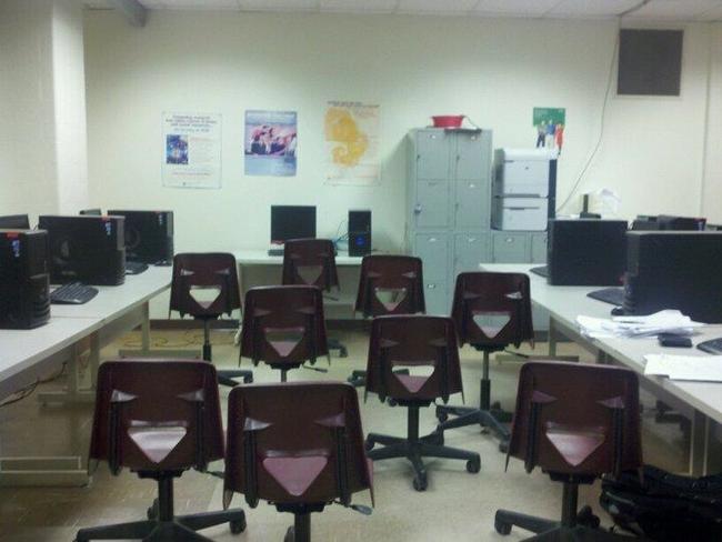 15.) 學生都蹺課了不是沒有原因的...教室椅子太可怕了啊!