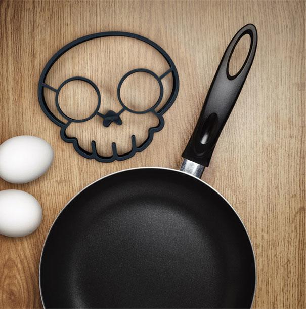 Funny Side Up Skull Shaped Egg Mold