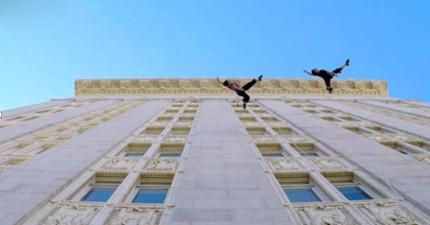 這支舞看起來真的很奇怪,因為他們的舞台是一棟大樓的外牆!