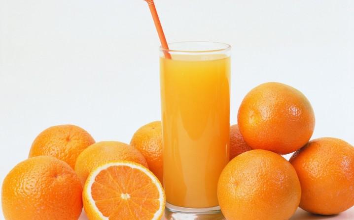 24. 柳橙汁:每杯 112 卡