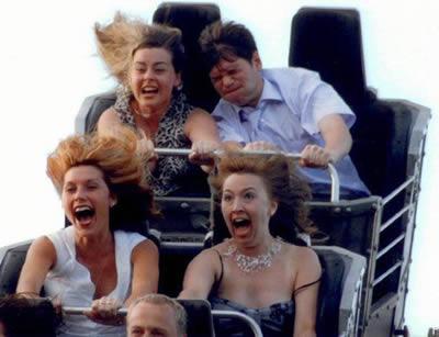 30個在雲霄飛車上做出最爆笑事情的調皮鬼。