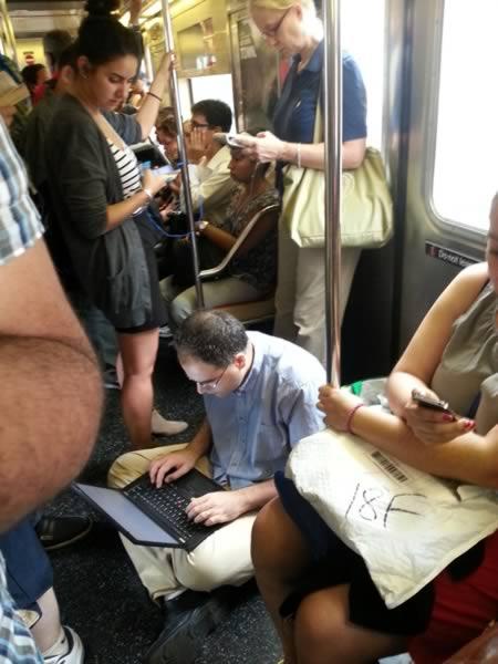 11個有史以來在地鐵上看過最奇怪的人。