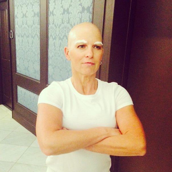10.  一個正在抗癌的女人扮成Mr. Clean (清潔用品品牌)