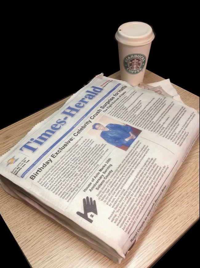 咖啡和報紙蛋糕