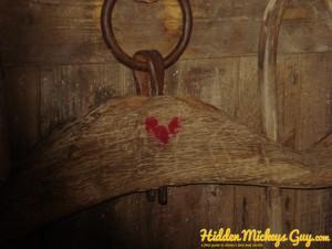 21. Splash Mountain Queue:牛軛上頭的米奇標誌