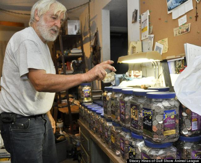 老先生花了10年撿到總共65萬元的零錢。他接下來把這筆錢拿去做的事情讓人無比敬佩。