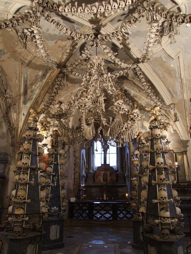 24. 捷克 人骨教堂 (Sedlec Ossuary, Czech Republic.)