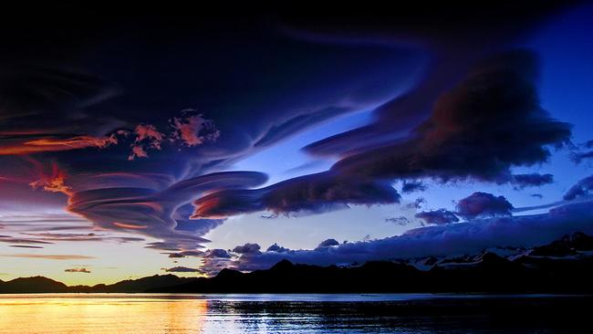 10種就像是天神降臨才會出現的驚奇雲體。#8乳房雲超有趣!