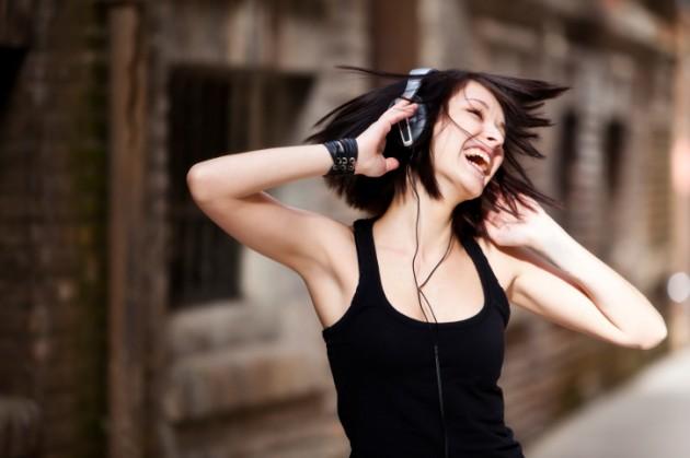 13. 你之所以喜歡你最喜歡的那首歌,可能是因為你把這首歌跟你生命中一個情感連結了起來。