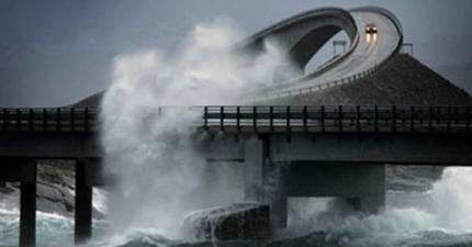 我很難想像有人會需要開在這條「全世界最恐怖的公路」上。但不可否認真的太美了!