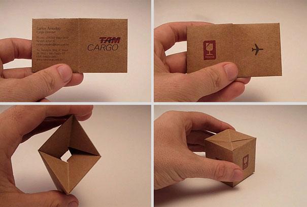 28.) 一個貨運公司的名片可以變成一箱貨物,完美!