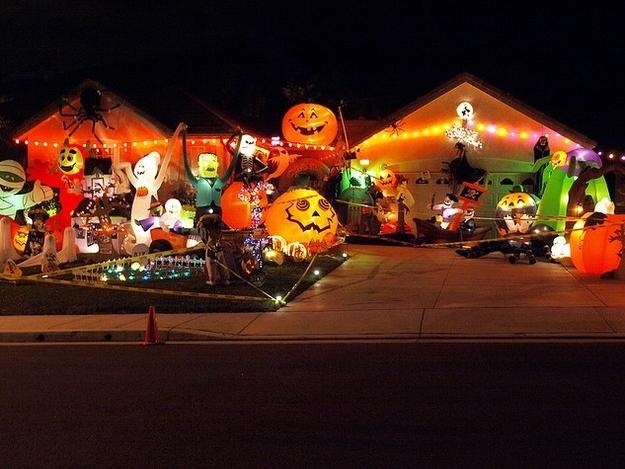 萬聖節變裝派對已經弱掉了,這16個突破極限的家庭佈置才是最強的亮點!