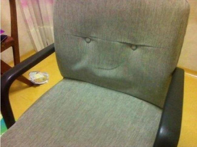 13.) 椅子,你應該是想要暗殺坐上去的人吧...