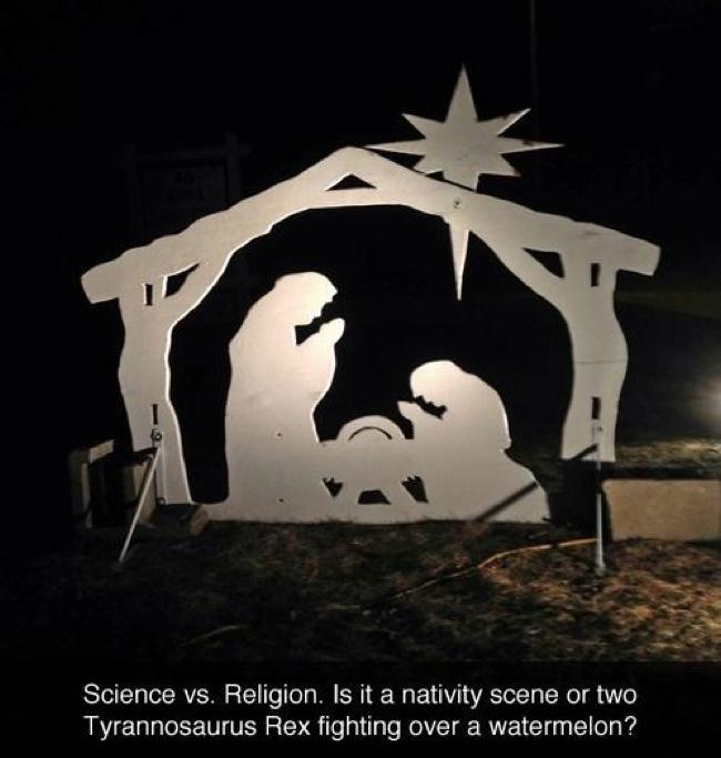 5.) 聖誕節的由來圖,換個角度來看,是不是也很像兩隻暴龍在搶一顆西瓜呢?
