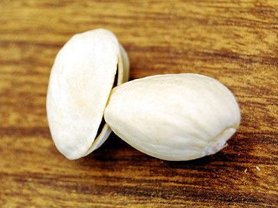 1. 用吃完的開心果殼,來撬開打不開的開心果。
