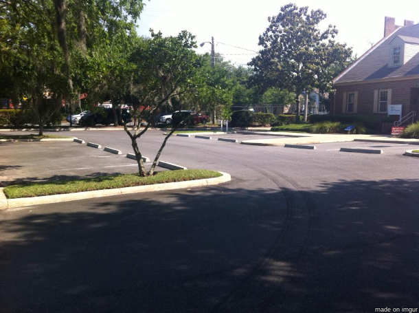 22. 這些停車位,是不是哪裡怪怪的...