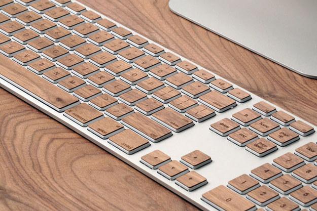 51. 用這些鍵盤貼紙裝飾你的鍵盤。