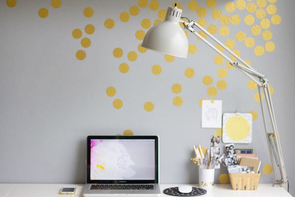43. 或是貼一些金色的糖果紙來增加華麗的風格。