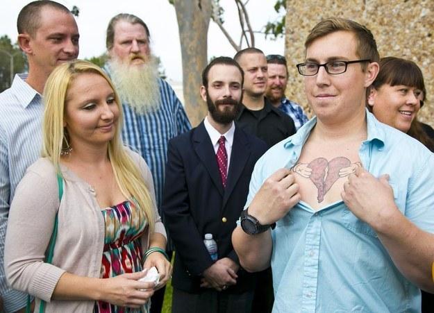 Mellen的25歲兒子Donald Besch,因為從小媽媽就離開他,所以對她並沒有太多記憶,但是他將一個破碎的心刺在他的胸膛,來榮耀他的媽媽。