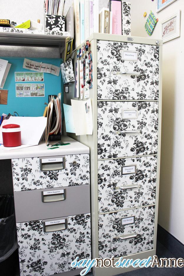 45. 把你的文件櫃貼一些有花紋或是彩色的紙。