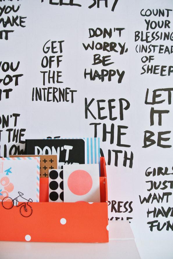 54. 善用你的白板來寫一些勵志或是搞笑的訊息。