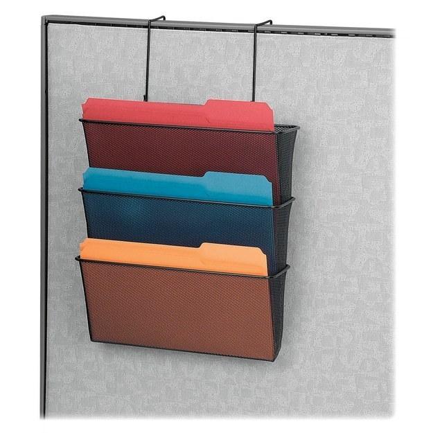 34. 善用牆壁垂直的空間,讓你的桌命保持乾淨。