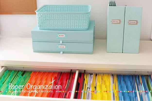 46. 用聰明、顏色鮮明的文件夾來讓你的工作很有組織。
