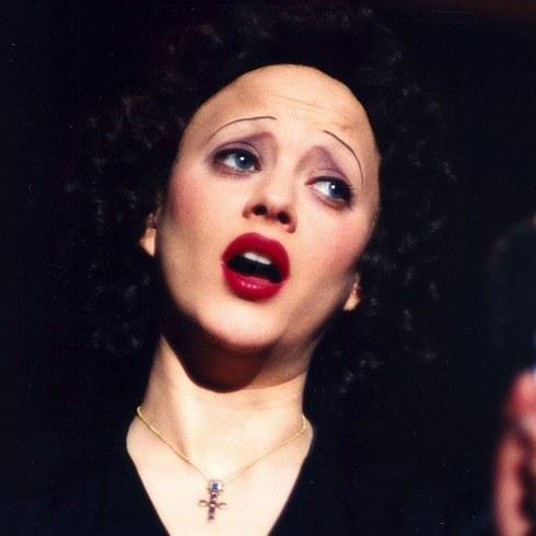 5. 瑪莉安·歌迪雅飾演《玫瑰人生》的艾迪特·皮雅芙 (Marion Cotillard as Edith Piaf in La Vie en Rose)