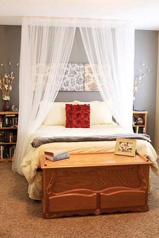 14. DIY一個舒適的棚子,讓布料可以吊在天花板上。