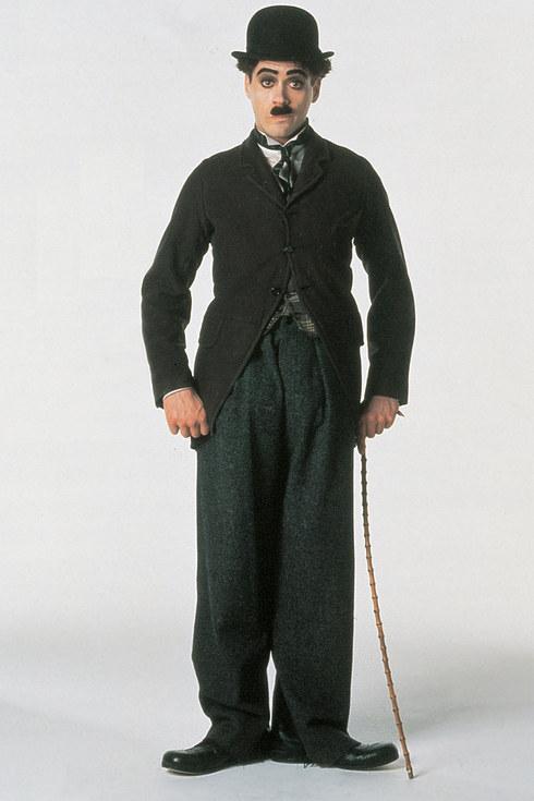 15. 小勞勃·道尼飾演《卓別林傳》的卓別林 (Robert Downey Jr. as Charlie Chaplin in Chaplin)