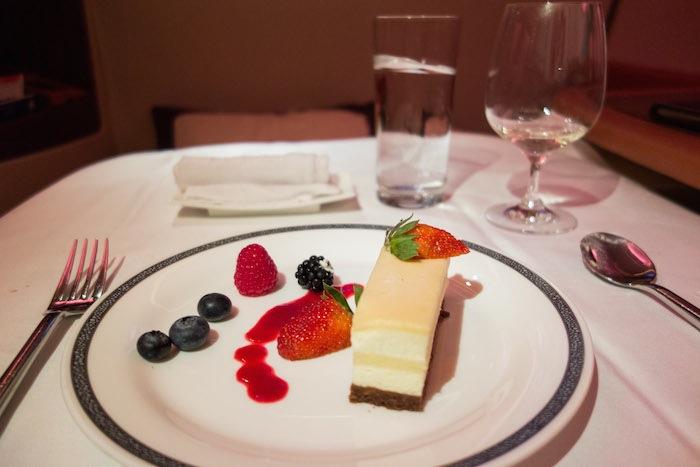最後是香草巴伐利亞蛋糕佐覆盆子果醬。