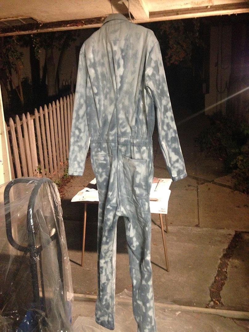 這對情侶決定自己買材料,DIY出有史以來最棒的萬聖節裝扮。看完之後我只能說,他們成功了!