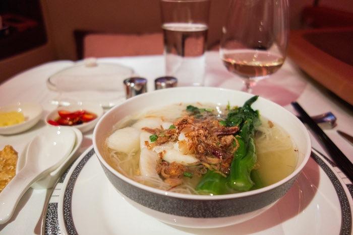 主餐是魚湯麵。