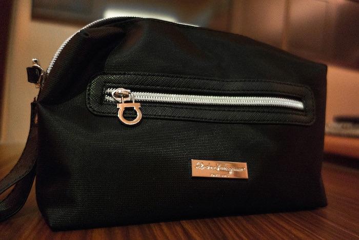 還有薩瓦托·菲拉格慕(Salvatore Ferragamo)的護理包,裡頭有全套的保養品。