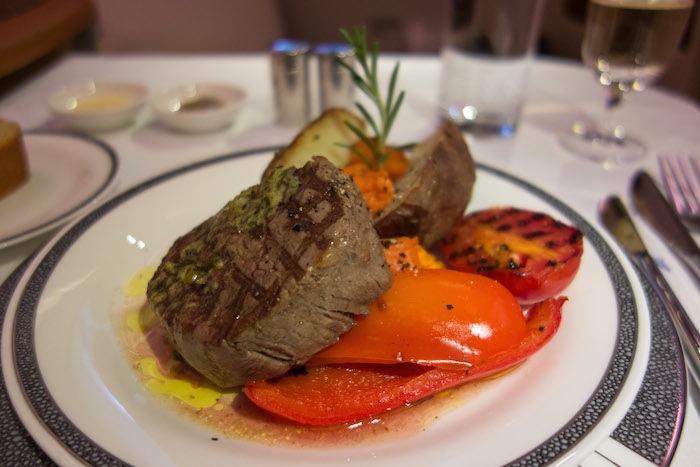 火烤美國頂級菲力牛肉,由名廚Alfred Portale設計。