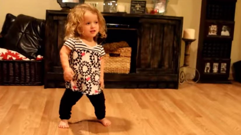 侏儒症孩子跳舞