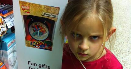 這名7歲的小女孩很生氣,她要給購物賣場和社會好好上一堂最重要的課。
