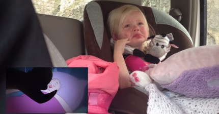 這個小妹妹看卡通時超感性的可愛反應,都被她的爸爸偷偷拍下來了!