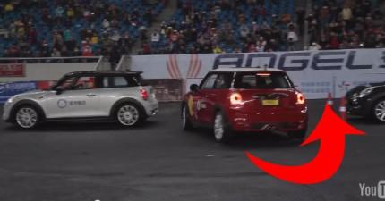 這名甩尾冠軍創下了史上最小間距的平行停車金氏世界紀錄。天啊...太瘋狂了!