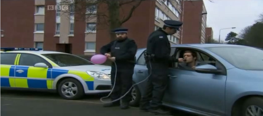 蘇格蘭的警察是全世界最爆笑的...看這隻酒測影片就知道了。