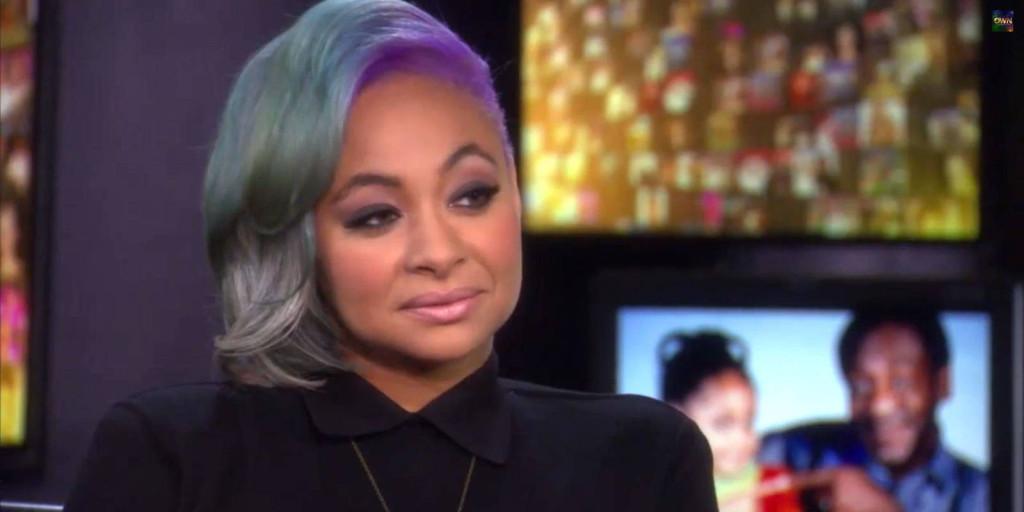 以《天才老爹》(The Cosby Show)与《天才魔女》(That's So Raven)成名的雷文·西蒙尼,透过她的推特向世界宣告她的性取向。在2012年,她曾说「我的性向只要我自己、和我的伴侣知道就够了,我并无意向世人展是我的生活。」到了2013年,她说「听到了更多州让同志婚姻合法化真的很让我兴奋!不过我目前并没有结婚的打算,但我还是很高兴我现在有这个权利了。」最近,2014年她与欧普拉的对谈中,她表示她很满意与同时具有模特儿和演员身分的艾丝玛丽,的恋爱关系。