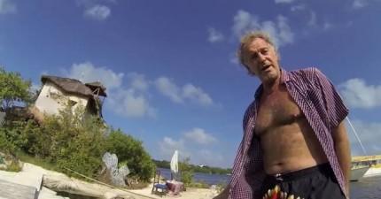 沒錢買小島,這個瀟灑男人親手做了一個島嶼來享受神仙般的生活!