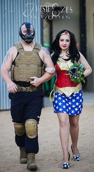 這場超級英雄的大亂鬥真是太刺激了!不對,這竟然是場婚禮?!
