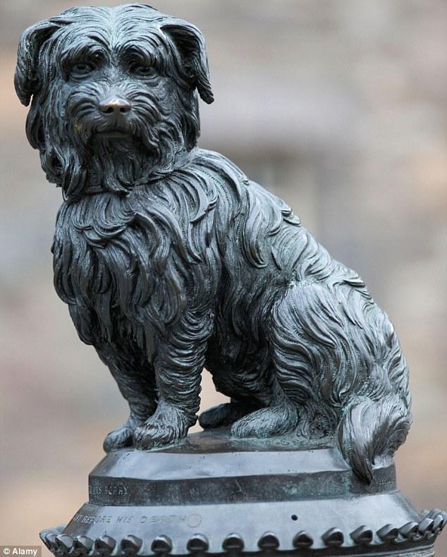 為了紀念這隻忠犬,人們他給他立了一個銅像,甚至還有更多電影和書籍,在記錄他這份炙熱的心意。