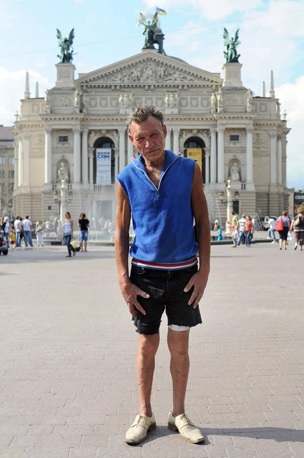 烏克蘭版的「犀利哥」超會打扮的遊民,從垃圾桶撿出來的都比你好看!